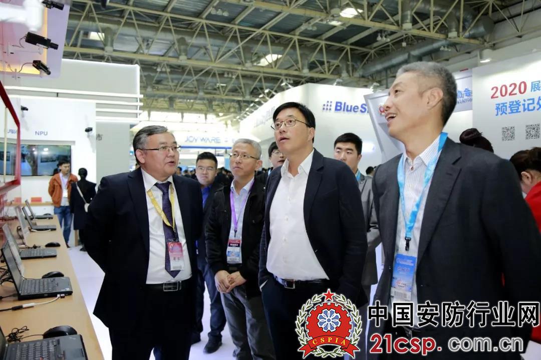 邓中翰:建议对党政机关等单位视频监控进行国产替代