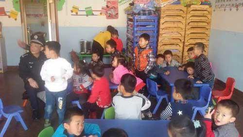 柳州民警走进幼儿园开展安全检查和宣传安防知识